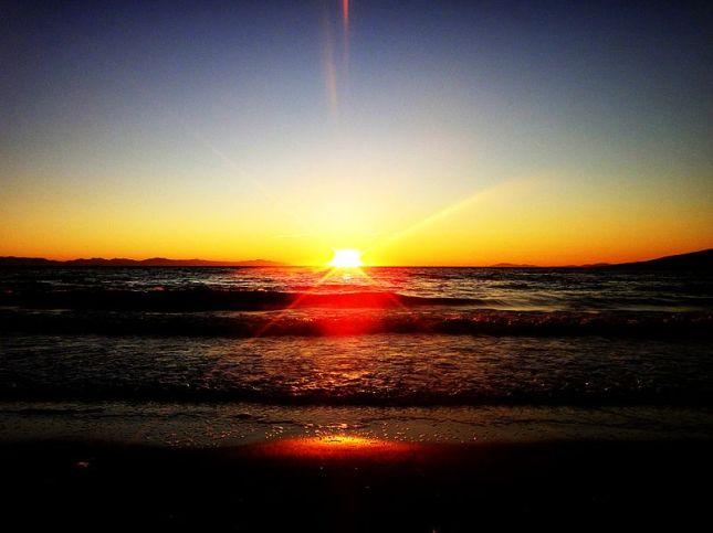 800px-Goodbye_sun